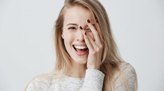 Como fortalecer cabelos e unhas: dicas infalíveis para você