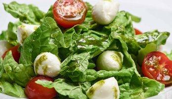 prato com salada