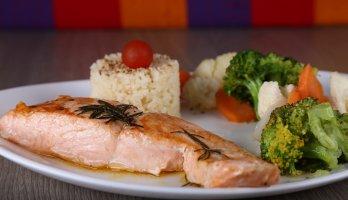 prato com salmão para dia das mães